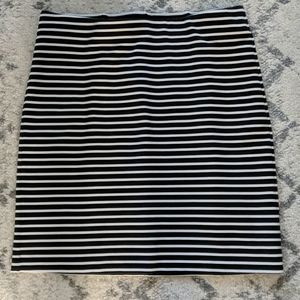 Old navy black & white striped Ponte pull on skirt